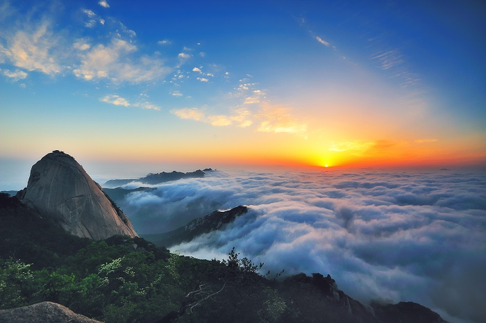 Baegundae Peak offers the picturesque sunrise.