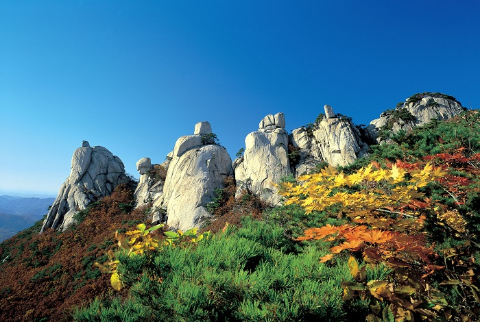 Obong is famous for its five granite peaks.