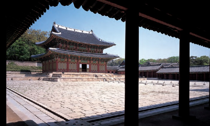 <B>Injeongjeon Hall in Changdeokgung Palace.</B> The Palace Hall was used for important state events such as the Coronation of Kings, royal audiences, and formal reception of foreign envoys.