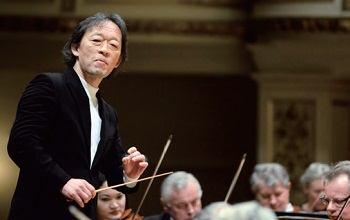 Maestro Chung Myungwhun served as music director and resident conductor of the Opéra de la Bastille in Paris. He received the Una Vita Nella Musica award from the Teatro La Fenice in Venice in July 2013.