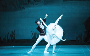 Kim Ki-min and Olesya Novikova performing in Swan Lake by the Mariinsky Ballet and Orchestra. Kim is the first Asian dancer to join the Mariinsky Ballet.