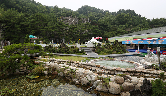 Jirisan Spa Land in Gurye, South Jeolla Province is known for its water rich in minerals. (photo: Jeon Han)