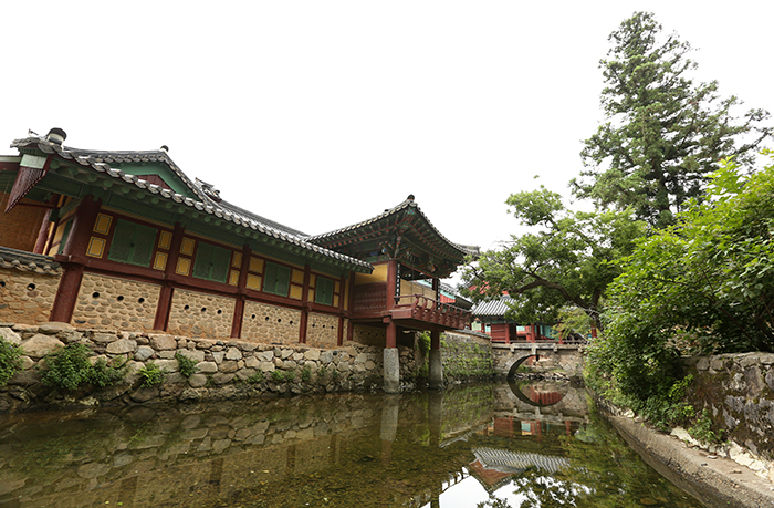 One of the Three Jewel Temples of Korea, Songgwangsa Temple.(photos: Jeon Han)