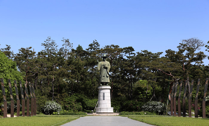 The first statue of Catholic priest Kim Tae-gon was built in Korea