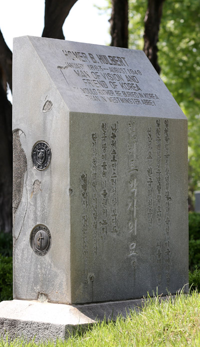 The tomb of Homer Hulbert (1863-1949), who served as an aide of King Gojong and actively supported Korea's independence from Japan.